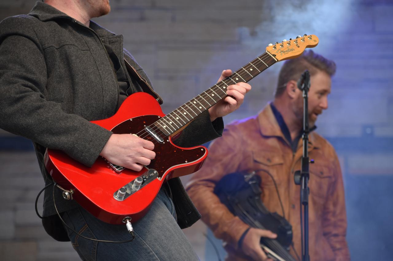 Guys with Guitars
