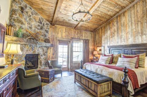 Devil's Thumb Ranch Resort & Spa King Room Fireplace