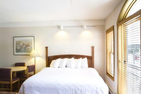 The Vintage Resort Hotel - New Bedding