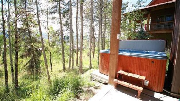 Enjoy the fresh mountain air, in the hottub at our Campfire cabin.
